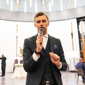 Ведущий Иван Заец