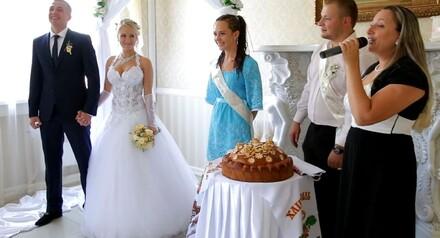Проведение выездной свадебной церемонии в подарок.