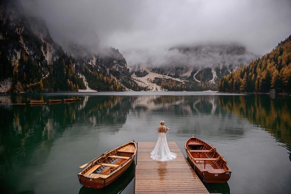 Thaddaeus & Lisa. Lago di Braies. Italy - фото №15