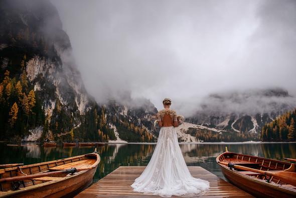 Thaddaeus & Lisa. Lago di Braies. Italy - фото №17