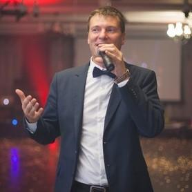Ведущий Михаил Ермаков