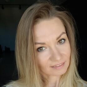 Стилист, визажист Елена  Сулименко