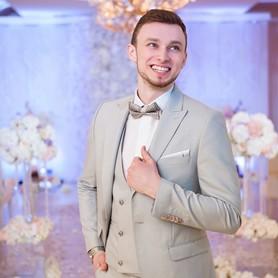 Ведущий Антон  Молодецкий