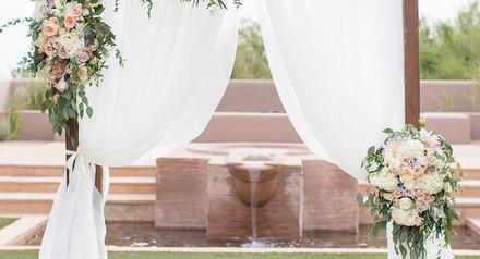 Свадебный декор и арка Кременчуг. Выездная церемония с аркой и кристальными шторами.
