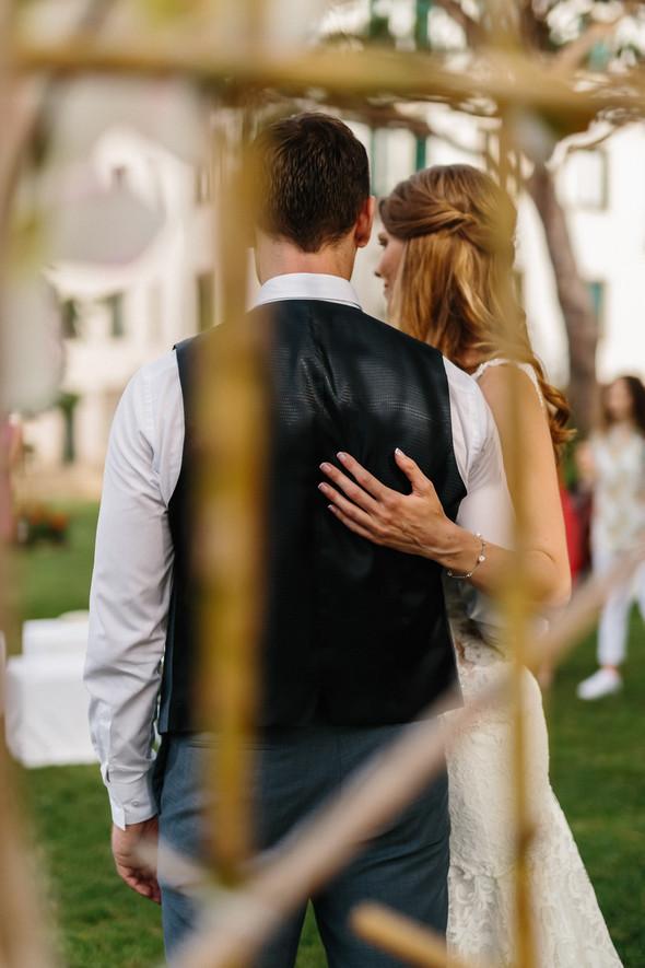 Красивая испанская свадьба на побережье - фото №50