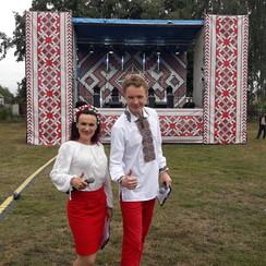 Ведущие Антон и Ирина Проценко - фото 3