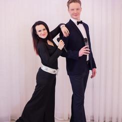 Ведущие Антон и Ирина Проценко - фото 1