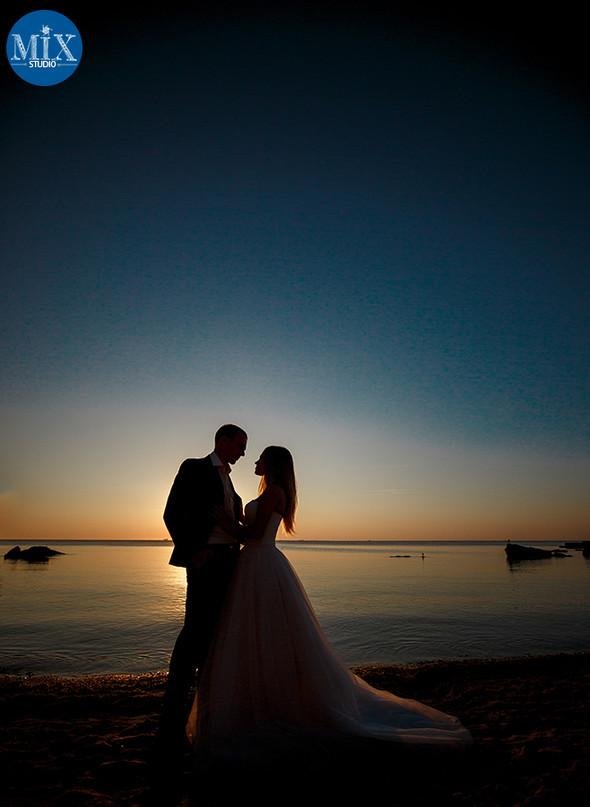 Свадебный рассвет у моря - фото №2