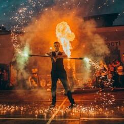 Фаер шоу, Огненное шоу, Огненный театр Делоникс - артист, шоу в Кривом Роге - фото 3