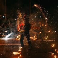 Фаер шоу, Огненное шоу, Огненный театр Делоникс - артист, шоу в Кривом Роге - фото 1