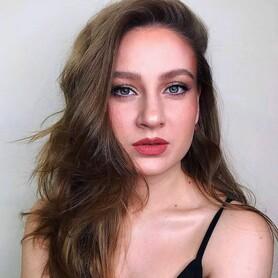 Алина Шапарей