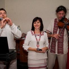 """Троїсті музики """"Одна родина"""" - фото 1"""
