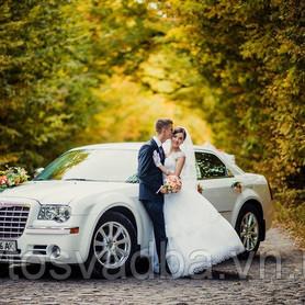 Белый Chrysler 300 CC - авто на свадьбу в Виннице - портфолио 3