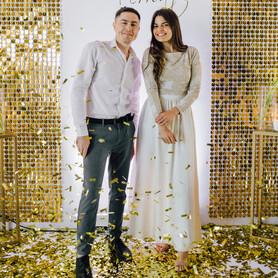 Дуэт ведущих Александра Кузнецова и Максим Рыжевол