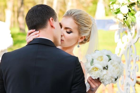 Красивая свадьба в классическом стиле Юлии и Виталия - фото №26