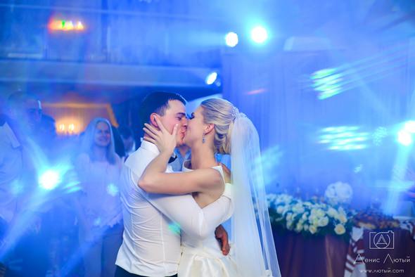 Красивая свадьба в классическом стиле Юлии и Виталия - фото №32