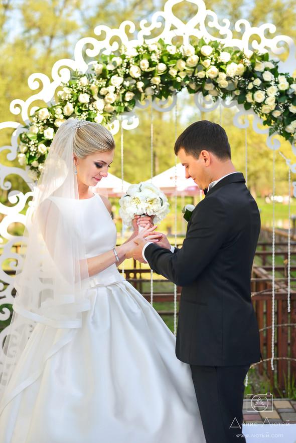 Красивая свадьба в классическом стиле Юлии и Виталия - фото №23
