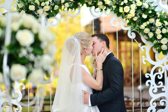 Красивая свадьба в классическом стиле Юлии и Виталия - фото №27