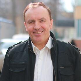 Ведущий Михаил Кириченко