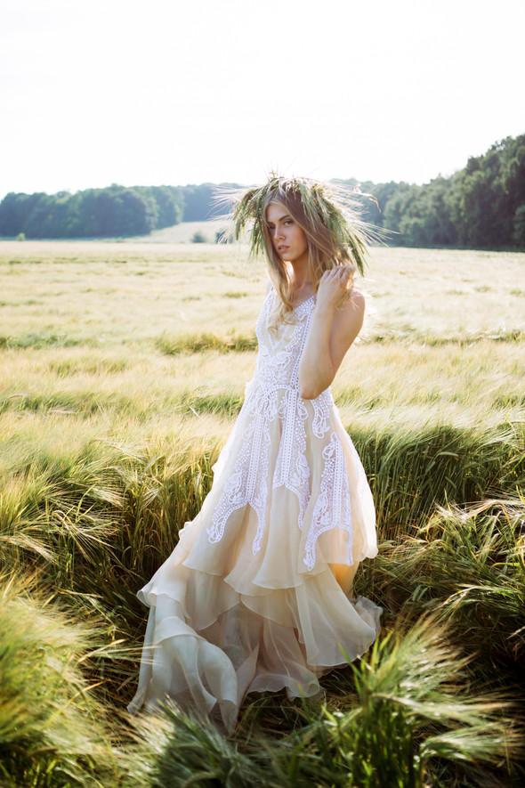 Ветер в ее волосах - фото №1