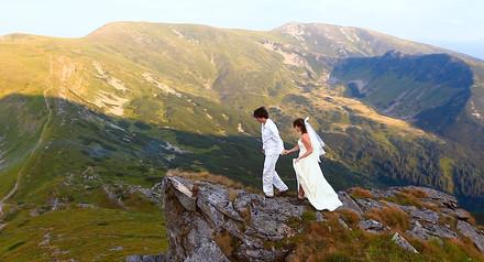 При заказе свадебного видео от 6000 -  love-story в подарок !