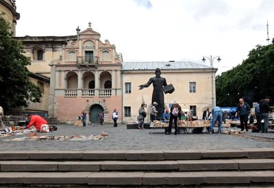 Музейная площадь - место для фотосессии в Львове - портфолио 4