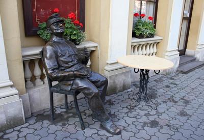 Памятник бравому солдату Швейку - фото 1
