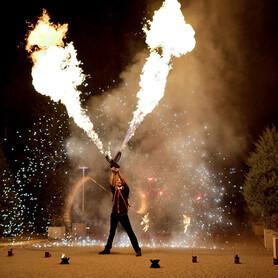 Огненное и пиротехническое шоу (фаер шоу) | Шоу-студия ЭРИАЛ - артист, шоу в Одессе - портфолио 6