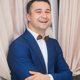 Ведущий Александр Светогор